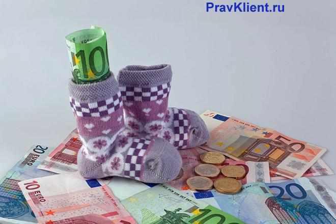 Детские пинетки, деньги