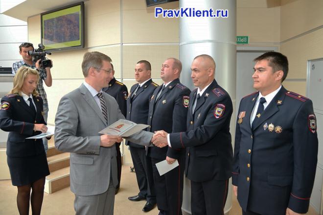 Награждение грамотами сотрудников полиции