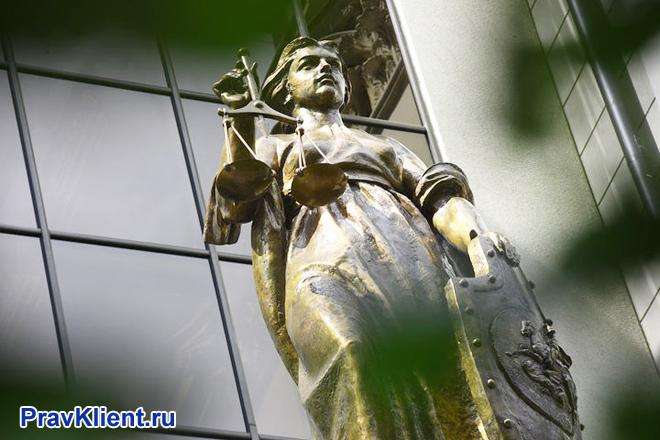 Статуя Фемиды