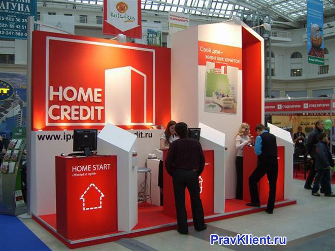 Клиенты Ноум кредит банка у банкоматов