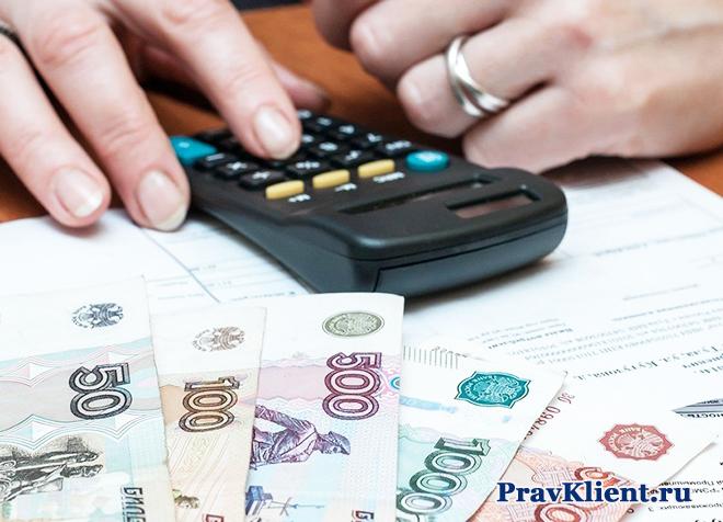 Подсчет денежных купюр на калькуляторе
