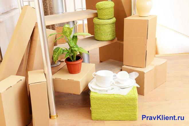 Картонные коробки с вещами